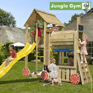 Speeltoestel Jungle Gym Cabin met lange gele glijbaan en trein