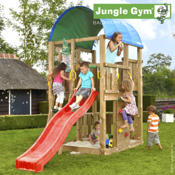 Speeltoestel Jungle Gym Farm met korte rode glijbaan
