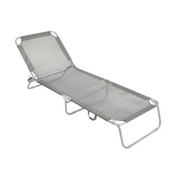 Chaise longue grise de plage et camping