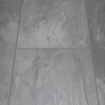 Stratifié 8 mm Bastion rainure V 4 côtés gris béton 2,05 m²