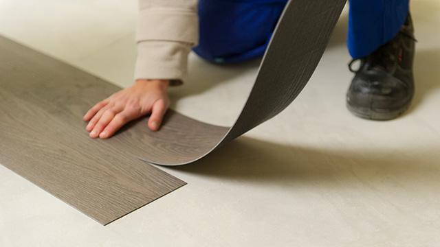 pose sol vinyle pose et entretien sol vinyle et lino with pose sol vinyle sol pvc finition. Black Bedroom Furniture Sets. Home Design Ideas