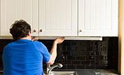 /elektriciteit-TL-lampen-onder-keukenkasten-plaatsen-video