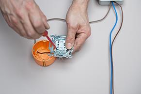 Elektriciteit badkamerventilator aansluiten - Klusvideo | GAMMA.be