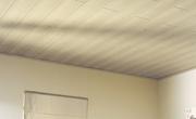 Wand- en plafondplanken plaatsen