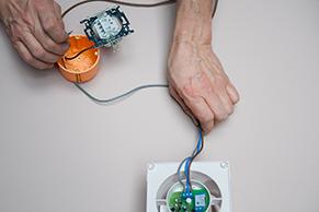 Electricit raccorder un extracteur de salle de bains for Aerateur salle de bain avec detecteur