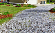 /doe-het-zelf/klussen-in-de-tuin/oprit-aanleggen/oprit-met-grind-of-dolomiet