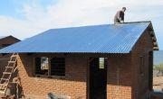 Golfplaten op dak aanbrengen