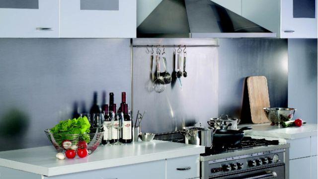 Placer une hotte d aspiration avec chemin e for Hotte d aspiration cuisine