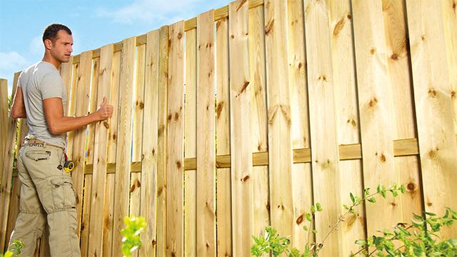 Installer une clôture en bois | GAMMA.be