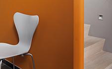 Oranje verf voor binnenmuren en plafonds