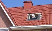 Dakraam plaatsen in hellend dak